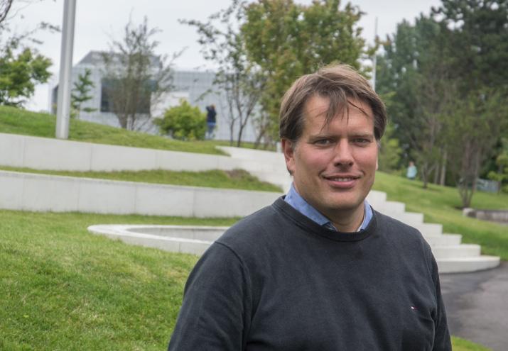 Vinklen: Klaus B. Johansen